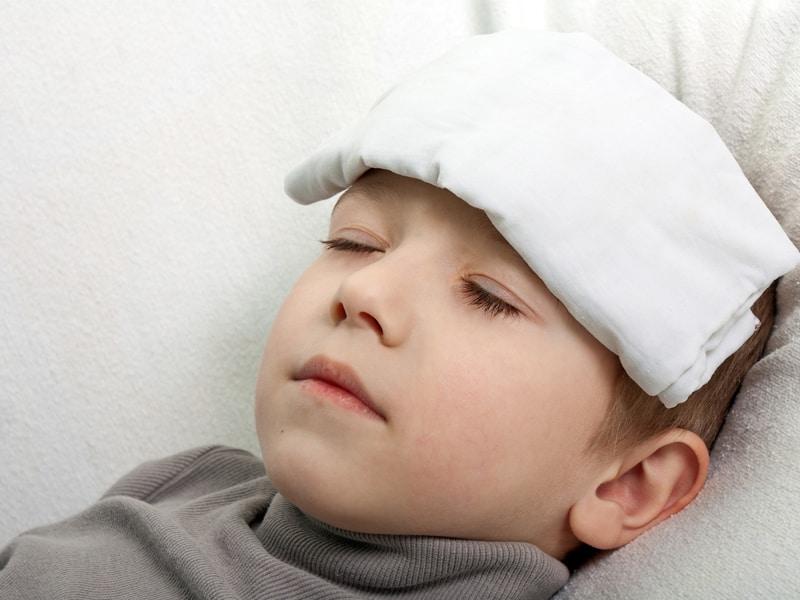 Почему у ребенка при температуре 39 холодные руки и ноги