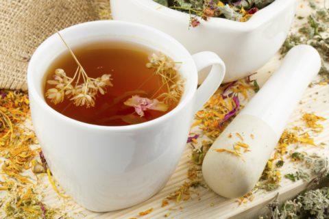 Облегчить и устранить симптомы бронхита помогут чаи, настои. Отвары целебных растений