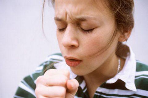 Одним из основных признаков пневмонии является кашель