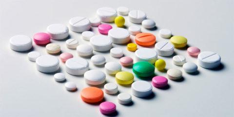 Прием предписанных врачом медикаментов по четко определенной схеме.