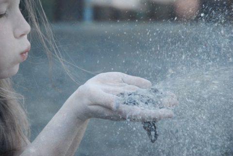 Пыль оседает на слизистых оболочках бронхов и нарушает нормальную работу всей дыхательной системы.