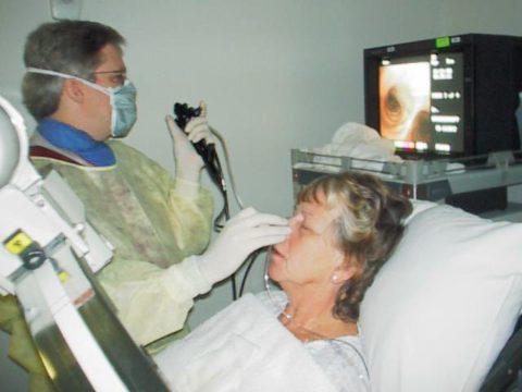 Бронхоскопия – исследование пораженной ткани бронхов.