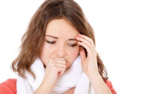 Кашель – основной симптом заболевания.