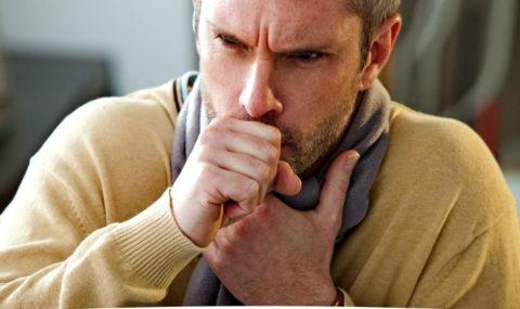 Кашель при опухолях в легких имеет беспричинный раздражающий и изнуряющий характер
