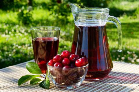 Натуральный вишневый сок поможет уменьшить кашель и укрепить иммунные силы.