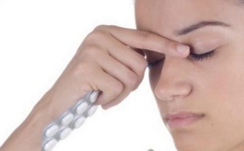 Первым симптомом менингита является интенсивная головная боль