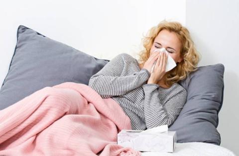 Пневмония может развиваться на фоне ОРЗ.