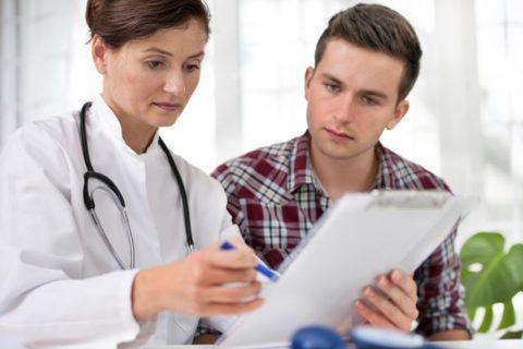 После получения травмы грудной клетки следует обратиться к специалисту как можно раньше.