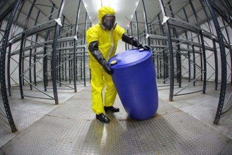 При работе с вредными летучими веществами возможно развитие токсического бронхита