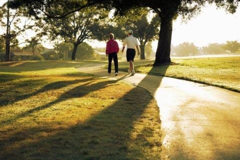 Регулярные прогулки на свежем воздухе.