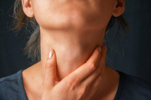 Болезни горла могут спровоцировать абсцесс