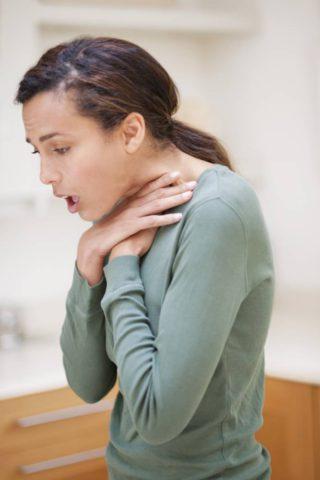 Нередко пациенты определяют жалобы на отдышку.