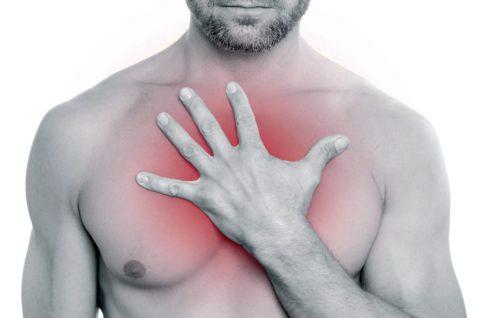 Боль в груди является косвенным признаком рака.