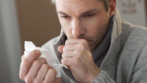 Основным симптомом плеврита выступает назойливый кашель.