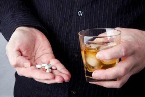 Антибиотики в сочетании с алкоголем.