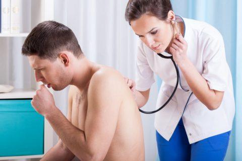 Сильный, приступообразный кашель – повод обратится на прием к терапевту.