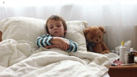 Важно обеспечить больному ребенку постельный режим