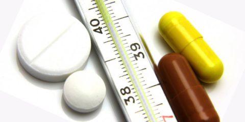 На первом этапе назначается антибактериальная терапия