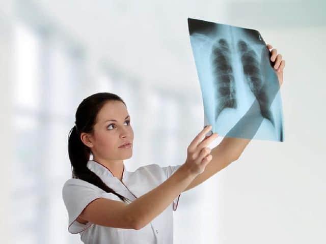 Для уточнения диагноза может быть назначен более длительный крупнокадровый метод или рентгенография (на фото)