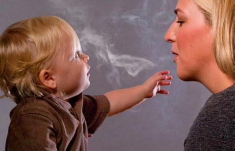 Нередко причинами возникновения бронхита являются пассивное курение и ослабленный иммунитет.