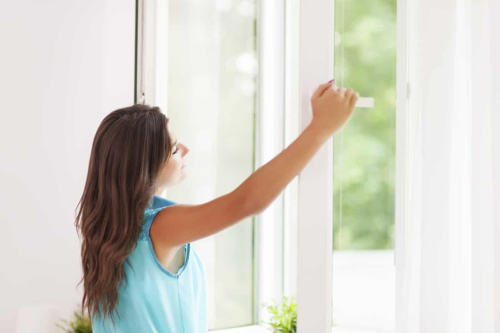 Проветривать жилую комнату ребенка нужно независимо от погодных условий.