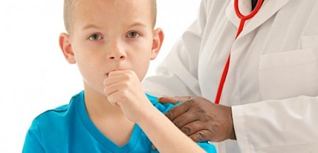 Воспаление слизистой нижних дыхательных путей грозит развитием коклюша.