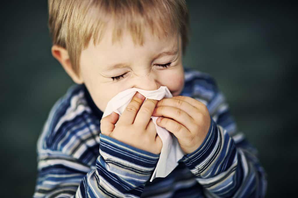 Частое возникновение болезни у детей связано с незрелостью иммунной системы и наличием фоновых патологий