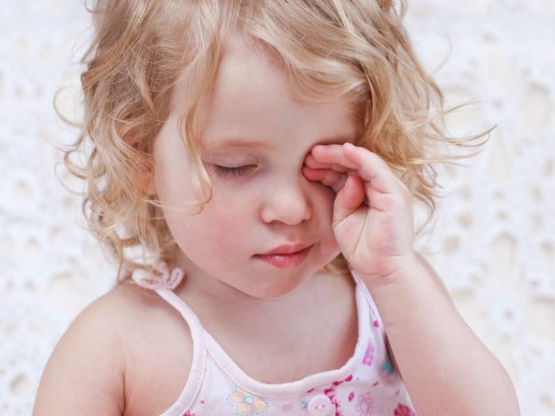 охранника без почему ребенок трет глазки Шивы