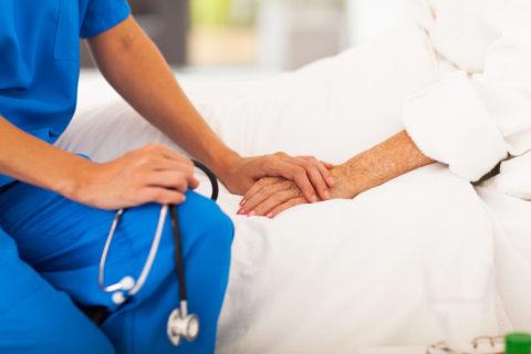 Длительный кашель с выделением мокроты – повод для обращения к специалисту.