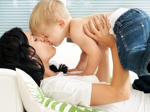Эта форма передается контактно – бытовым способом – через общую посуду, поцелуи, при тесном общении с детьми