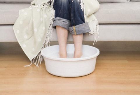 Как правильно парить ноги ребенку и взрослому.