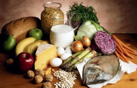 На столе больного туберкулезом должны преобладать натуральные продукты животного и растительного происхождения.