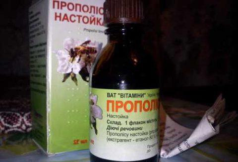 Настойка прополиса может провоцировать проявление аллергической реакции.
