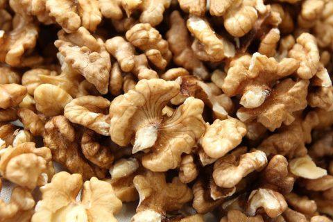 Регулярное употребление ядер грецкого ореха, представленных на фото, позволяет укрепить иммунитет и повысить резистентность организма.
