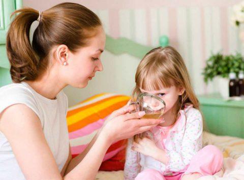 Во время болезни ребенку важно много пить