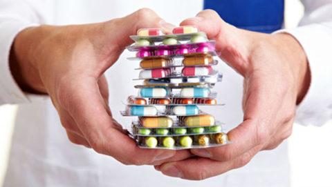 Для лечения бронхита необходимо сочетание нескольких групп лекарственных препаратов.