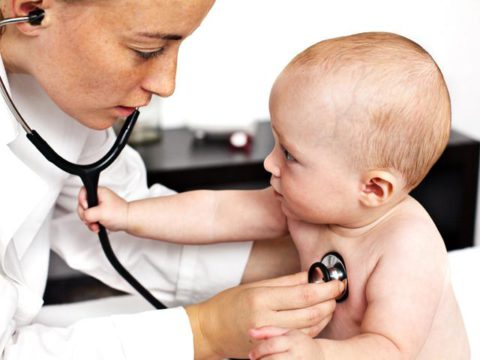 Двухсторонняя пневмония опасна для детей.