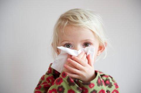 Если малыш долго кашляет, обязательно проконсультируйтесь с врачом