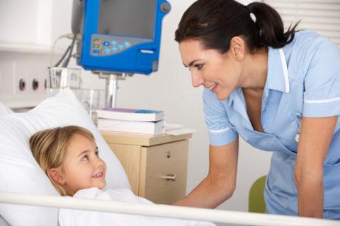 Микоплазменная пневмония у детей должна лечиться в условиях стационара.
