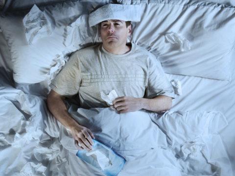 Пациенту при пневмонии необходим постельный режим.
