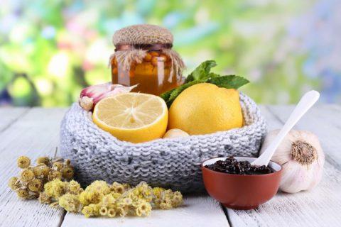 Рецепты лечебных травяных отваров снимают острые приступы кашля и облегчают состояние больного.