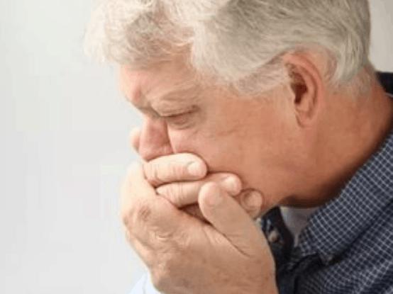 Почему развивается пневмония у пожилых пациентов.