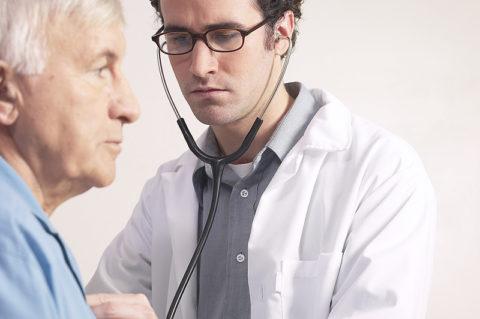 Хронический бронхит развивается чаще у пожилых мужчин
