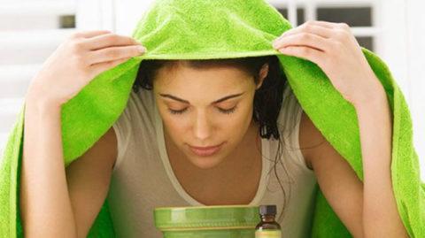 Неправильный способ делать ингаляцию от бронхита, лучше использовать чайник или дышать через трубку