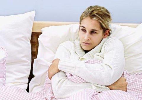 Основной симптом – озноб и лихорадка.