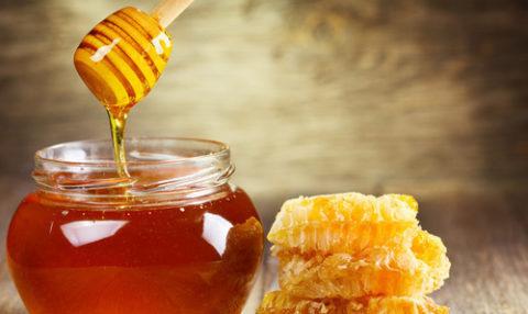 Полифлорный (его часто называют цветочный, луговой, мед с разнотравья и т. д.)