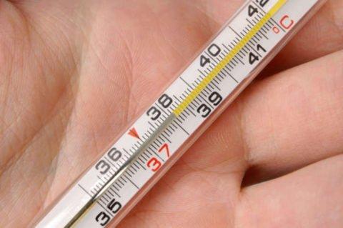 Температура редко повышается выше 38 градусов