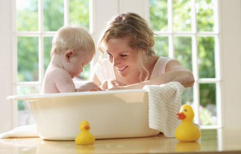 Можно ли ребенка купать при бронхите: важный вопрос, классификация заболевания, осложнения болезни, польза водных процедур, алгоритм действий, рекомендации врачей