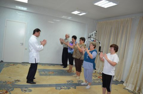 Упражнения тренируют мышцы, задействованные в процессе дыхания