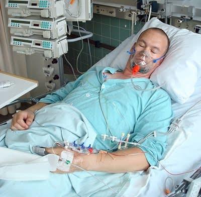 Воспаление легких часто развивается у пациентов, пребывающих в реанимации.